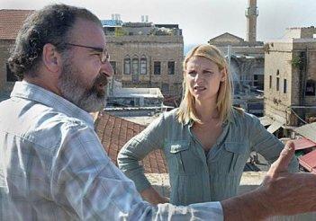Claire Danes insieme a Mandy Patinkin nella seconda stagione di Homeland