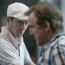 Damian Lewis insieme a Jamey Sheridan in una scena dell'episodio Beirut is Back della seconda stagione di Homeland