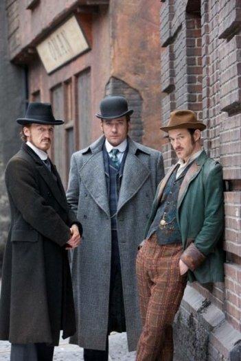 Ripper Street: Matthew MacFadyen, Jerome Flynn ed Adam Rothenberg in una foto promozionale della serie
