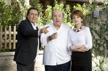 Un medico in famiglia 8: Al Bano, Lino Banfi e Milena Vukotic in un'immagine della serie