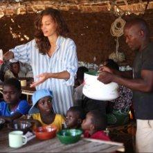 Margareth Madè in una scena del film tv Il paese delle piccole piogge