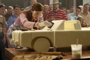 Jennifer Garner impegnata a scolpire del burro in Butter
