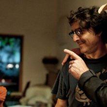 Laetitia Casta con François Cluzet, Yvan Attal in Do Not Disturb (2012)