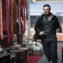 Liam Neeson in Taken 2: una scena del film