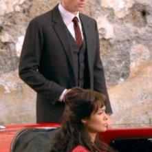 In macchina, Manuela Arcuri in una scena della fiction Pupetta. Una storia italiana