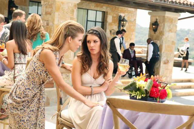 90210 Annalynne Mccord E Shenae Grimes Nell Episodio The Sea Change 253468