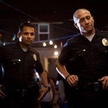 End of Watch - Tolleranza zero: Michael Pena e Jake Gyllenhaal in una scena