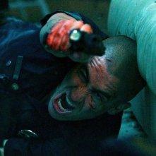 Jake Gyllenhaal in una rocambolesca scena di End of Watch - Tolleranza zero