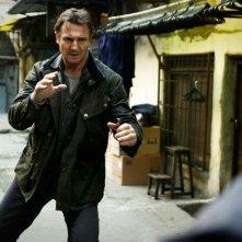 Taken: la vendetta, Liam Neeson in azione in una scena del film