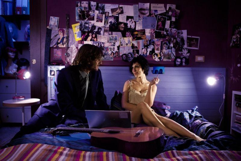 Tutti i santi giorni: Thony e Luca Marinelli in una scena della commedia romantica di Paolo Virzì