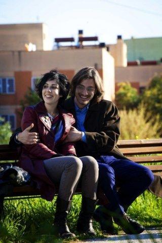 Tutti i santi giorni: Thony e Luca Marinelli sorridono in una scena del film