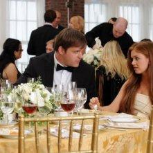 Bachelorette: Isla Fisher insieme a Kyle Bornheimer in una scena
