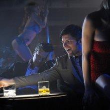 The Wedding Party: Adam Scott si gusta uno spettacolo di lap dance in una scena del film
