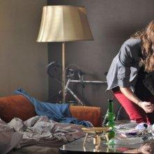 The Wedding Party: Lizzy Caplan riassetta la casa dopo la festa d'addio al nubilato