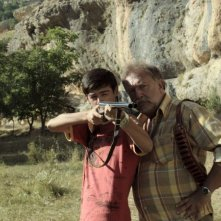 Beyond the Hill: Tamer Levent e Furkan Berk Kıran in una scena del film