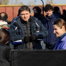 Beyond the Hills: il regista Cristian Mungiu sul set con le protagoniste Cosmina Stratan e Cristina Flutur