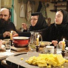 Beyond the Hills: Valeriu Andriuta, Cosmina Stratan e Cristina Flutur in una scena del film