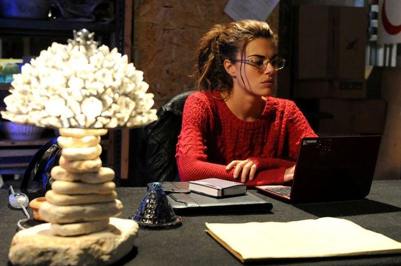 Bianca Guaccero protagonista della commedia Si può fare l'amore vestiti?