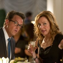 Go On: Julie White e Matthew Perry nell'episodio Bench-Clearing Brawl