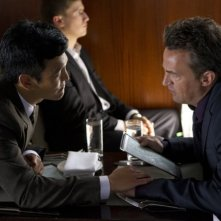 Go On: Matthew Perry e John Cho nell'episodio There's No 'Ryan' in 'Team