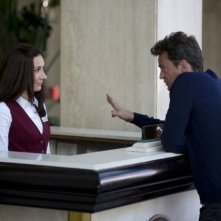 Go On: Matthew Perry e Laura Benanti nell'episodio Do You Believe in Ghosts...Yes!