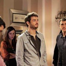 Gorka Otxoa (al centro) nella commedia spagnola Bypass