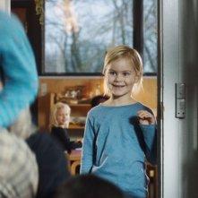 Il sospetto: la piccola Annika Wedderkopp in una scena del film diretto da Thomas Vinterberg