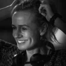 J'enrage de son absence: Sandrine Bonnaire, regista del film, sul set