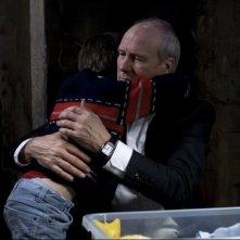 J'enrage de son absence: William Hurt abbraccia il piccolo Jalil Mehenni in una scena