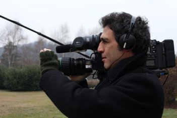 Le cose belle: uno dei registi del documentario, Giovanni Piperno, sul set