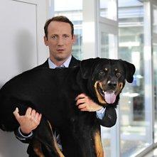 Mann tut was Mann kann:  Paul (Wotan Wilke Möhring) con il cane Fred