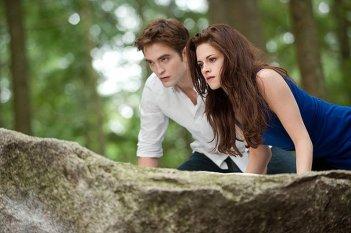 Robert Pattinson e Kristen Stewart in azione in The Twilight Saga: Breaking Dawn - Parte 2
