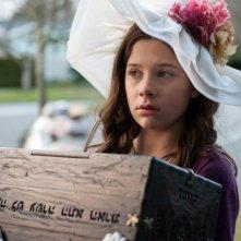 The Possession: la piccola protagonista Natasha Calis in una scena del film