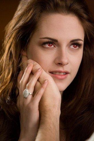 Twilight Saga: Breaking Dawn - Parte 2, un bel primo piano di Kristen Stewart tratto dal film