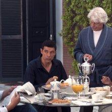 Viva l'Italia: Ambra Angiolini, Raoul Bova, Michele Placido e Alessandro Gassman fanno colazione in una scena