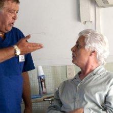 Viva l'Italia: Maurizio Mattioli in una scena del film con Michele Placido