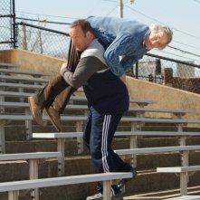 Kevin James alza di peso Henry Winkler in Colpi da maestro, commedia del 2012