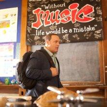 Kevin James è un professore di biologia in Colpi da maestro, commedia del 2012