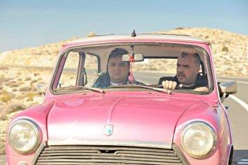 The Parade: Nikola Kojo e Miloš Samolov in una scena del film verso il primo gay pride di Belgrado
