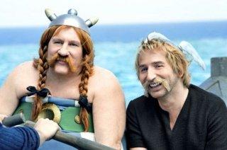 Asterix e Obelix al servizio di sua maestà: Gérard Depardieu e Edouard Baer in una scena
