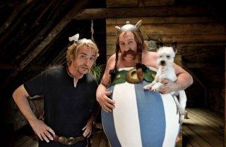 Gérard Depardieu con Edouard Baer in una sequenza di Asterix e Obelix al servizio di sua maestà: