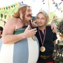 Gérard Depardieu e Edouard Baer in Asterix e Obelix al servizio di sua maestà.