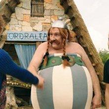 Gérard Depardieu e Edouard Baer in una scena di Asterix e Obelix al servizio di sua maestà: