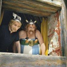Gérard Depardieu e Edouard Baer in una sequenza di Asterix e Obelix al servizio di sua maestà: