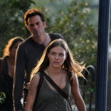 Revolution: Tracy Spiridakos e Billy Burke nell'episodio The Plague Dogs