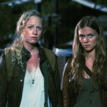 Revolution: Tracy Spiridakos ed Anna Lise Phillips nell'episodio The Plague Dogs
