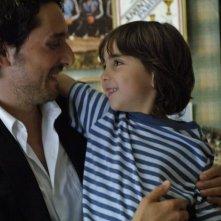 Troppo amici: Vincent Elbaz in una tenera scena del film