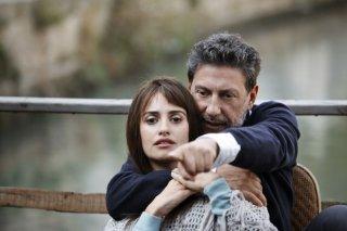 Venuto al Mondo: il regista del film Sergio Castellitto sul set con Penelope Cruz