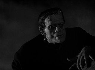 Boris Karloff in una sequenza del film Frankenstein (1931)