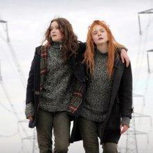 Elle Fanning e Alice Englart in un'immagine di Ginger & Rosa